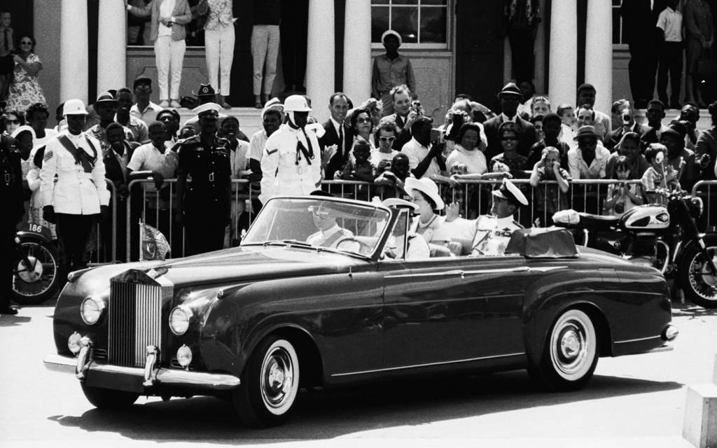 rolls-royce-convertible-with-queen-elizabeth
