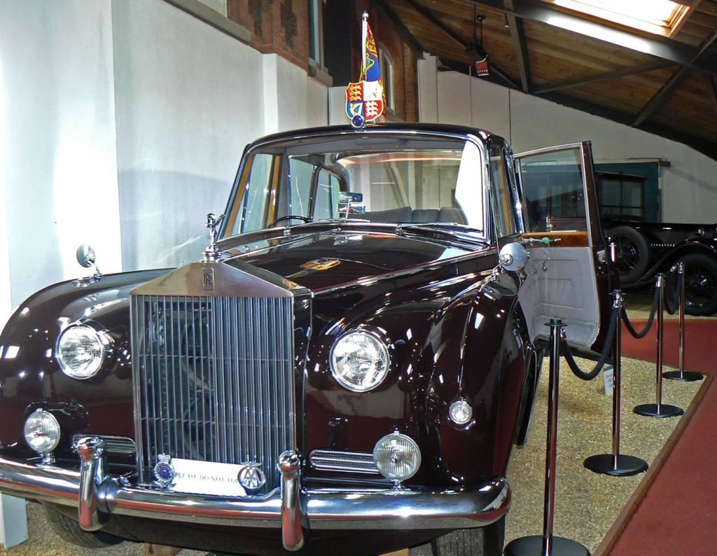 sandringhammuseumrollsroyce_phantom_v
