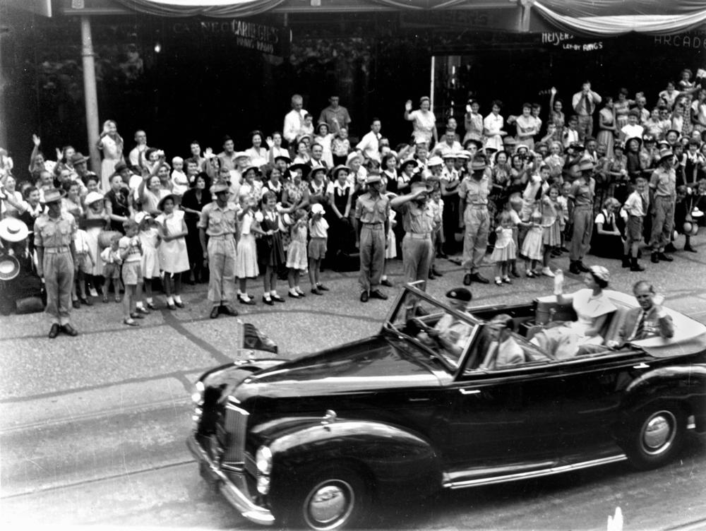 statelibqld_1_213888_queen_elizabeth_ii_and_the_duke_of_edinburgh_travel_along_queen_street_brisbane_on_the_last_day_of_their_queensland_tour_in_1954