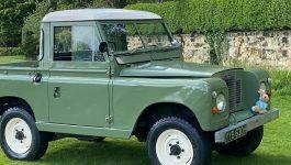 Está à venda o Land Rover Series IIA que foi protagonista no filme Peter Rabbit 2
